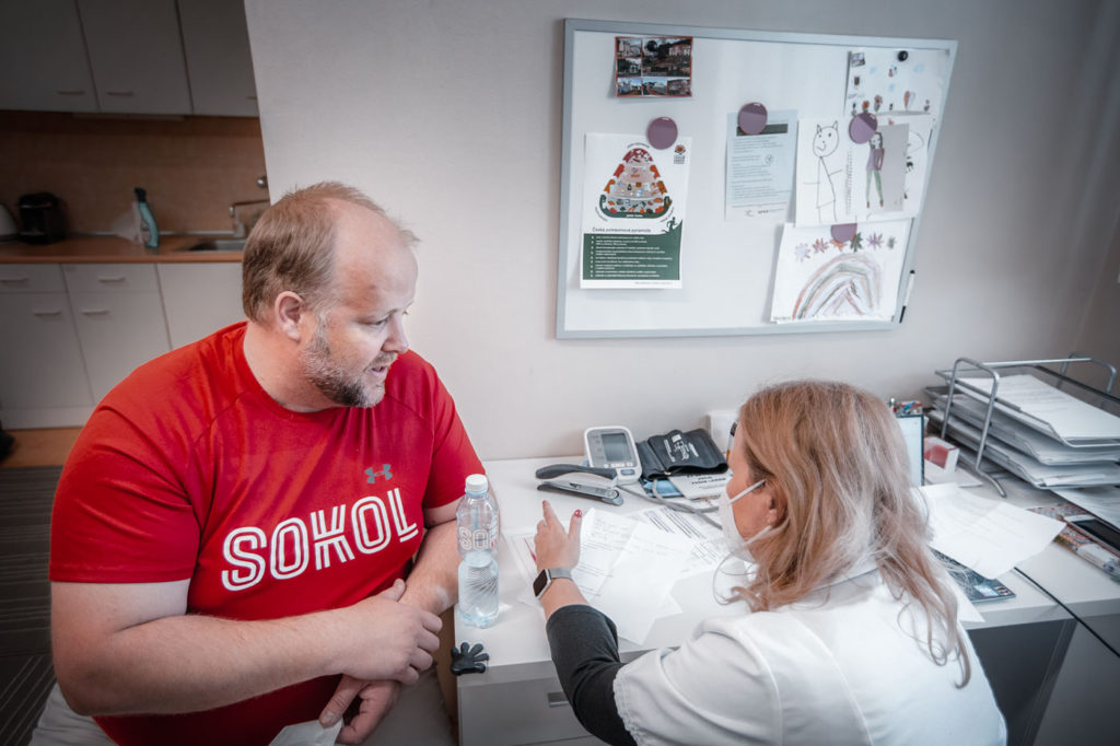 """""""Mluvčí Sokola by měl být fit,"""" uvědomuje si Jirka. Často si ho prý dobírají i kolegové."""