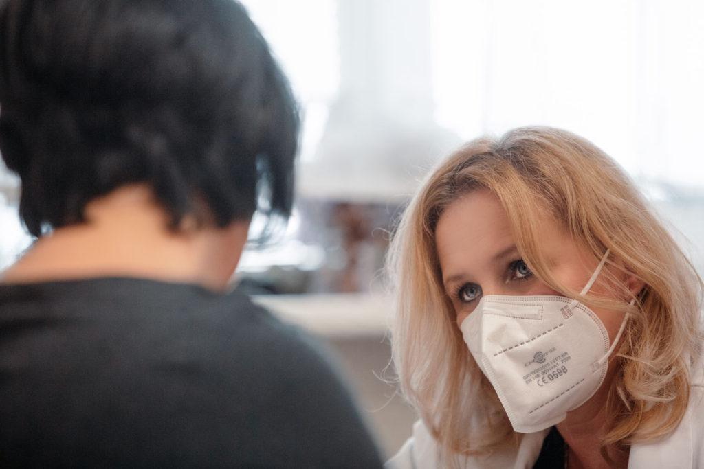 """Nutriční terapeutka Gabriela Mádrová upozorňuje, že změna musí začít v hlavě. """"Když se budete trápit, nevydržíte,"""" varuje manžele."""